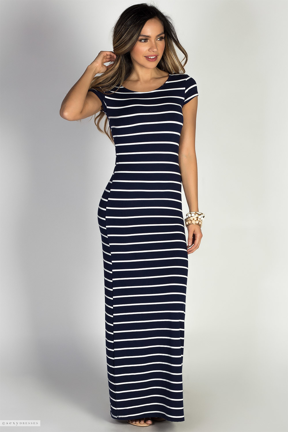 Shop women's long sleeve maxi dresses or bare some skin in short sleeve, halter, strapless and backless styles. Go classic with a white or black maxi dress, or stand out in red, pink, yellow, purple, blue or even tie-dye, slits or print. Maxi dresses aren't just for summer either. They're just as fabulous layered with sweaters and boots as they are .